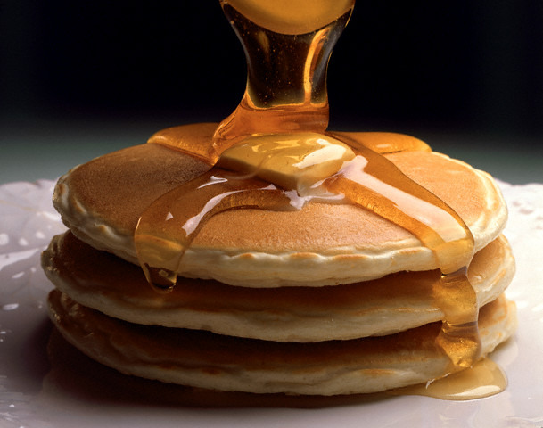 Pancakes-can-be-served-with-honey